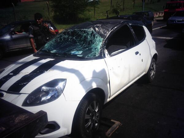 Dupla é presa depois de roubar carro e capotar em Porto Alegre Cristiano Goulart/Rádio Gaúcha