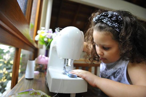 Para conseguir viajar a Paris, menina de oito anos cria loja virtual de bandanas Lidiane Mallmann/Especial