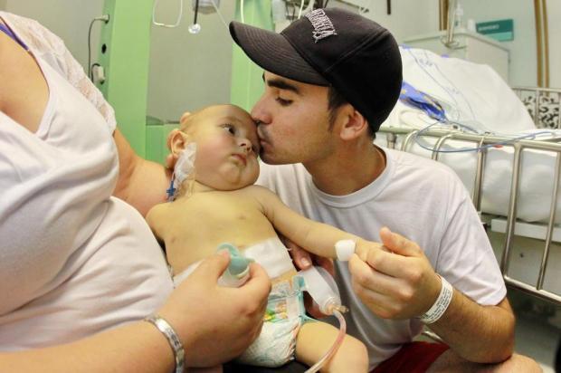 Tio salva vida de sobrinho de seis meses com transplante de fígado Guilherme Santos/Agencia RBS