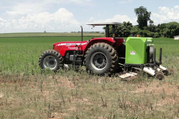 Máquina que elimina ervas daninhas com choques elétricos vira atração no Interior Prefeitura de Santo Cristo/Divulgação