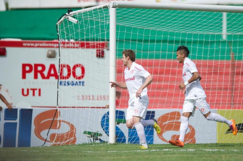 Os torcedores ainda nem haviam se acomodado em seus lugares no Vermelhão da Serra e o Inter já anotava o primeiro! Aylon abriu o placar para os colorados.:imagem 3
