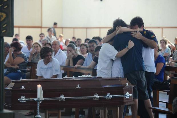 Emoção marca velório e enterro de piloto catarinense morto em acidente aéreo  Caio Marcelo/Agencia RBS