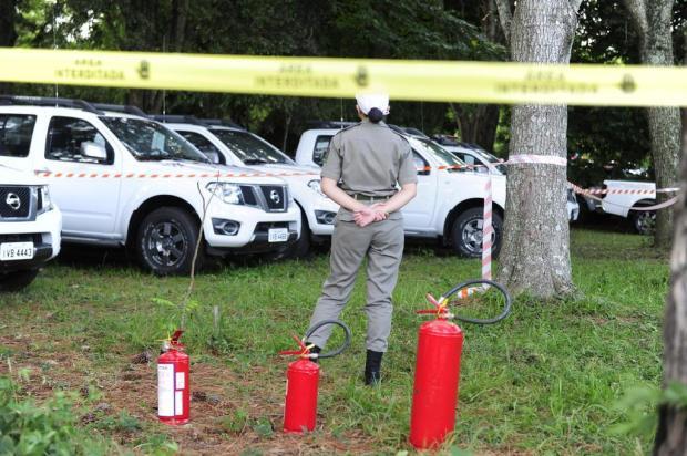 BM analisa imagens de câmeras de segurança na busca de pistas por responsáveis por incendiar viaturas Ronaldo Bernardi/Agencia RBS