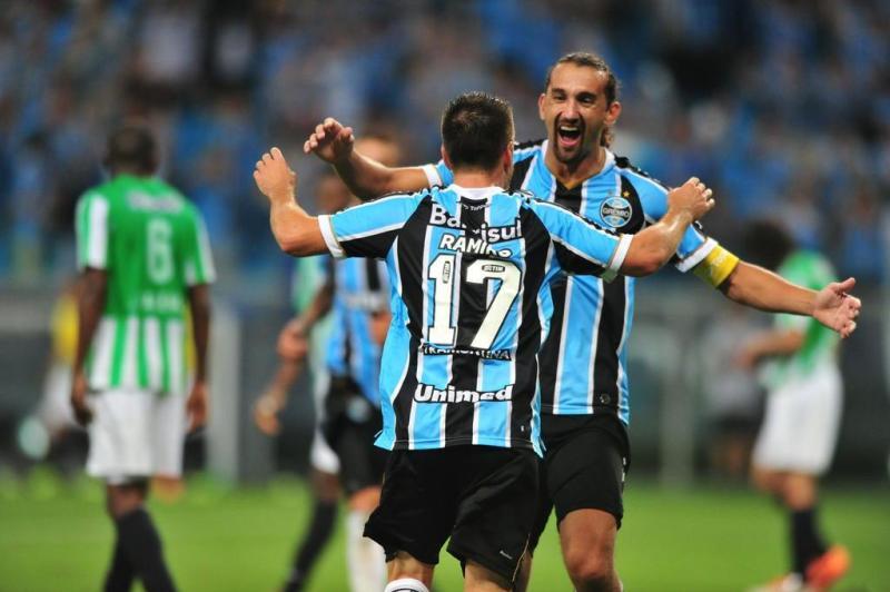 Ramiro marca o segundo gol do Grêmio diante do Atlético Nacional.:imagem 24