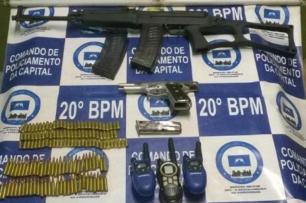 Fuzil de fabricação tcheca é apreendido na zona norte de Porto Alegre Brigada Militar/Divulgação