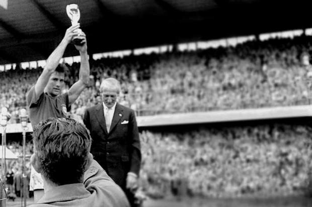 Capitão da Seleção campeã da Copa de 1958, Bellini morre aos 83 anos Banco de Dados, ZH/