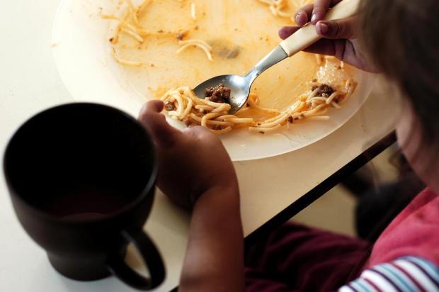 Adultos influenciam na forma como as crianças se alimentam, sugere estudo Ricardo Wolffenbüttel/Agencia RBS