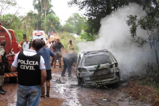 Dupla assalta banco e queima carro, em Constantina Douglas Consul/Especial