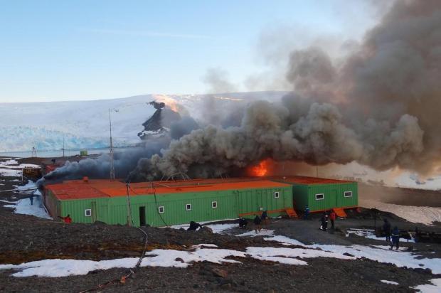 Remoção de escombros da Estação Antártica Comandante Ferraz recomeça em novembro Armada de Chile/Divulgação
