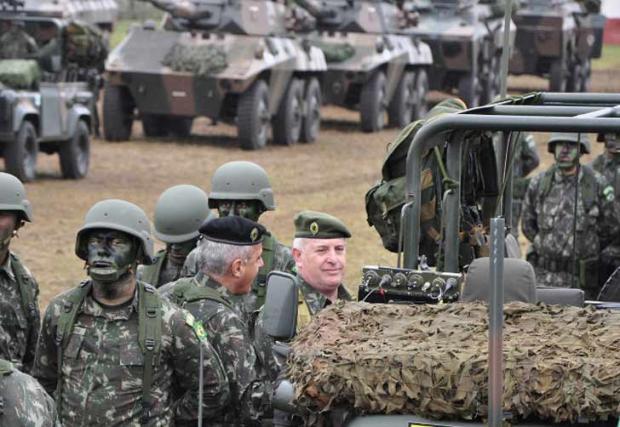 Argentina e Brasil realizam manobras militares conjuntas Comunicação Social da 1ª 1ª Brigada de Cavalaria Mecanizada/