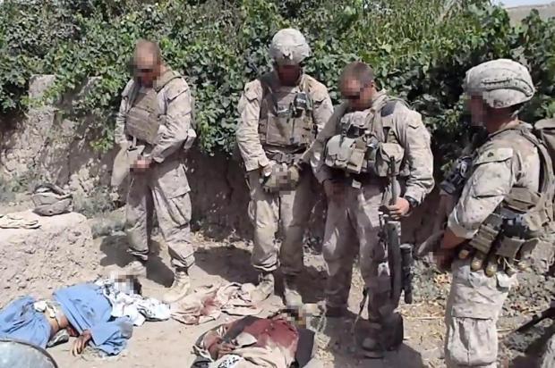 Dois marines que urinaram em corpos de afegãos são indiciados  YouTube,Reprodução/AFP