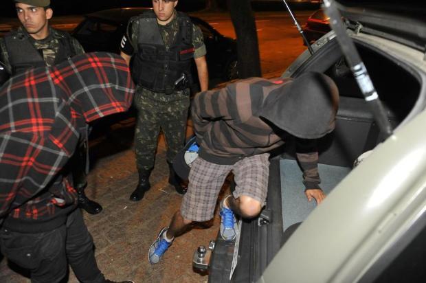 Militares são presos por suspeita de assaltos a lotações e ônibus na Capital Bruno Alencastro/Agencia RBS