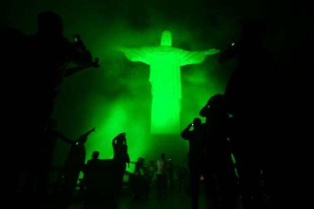 Jovens chegam de todas as partes do mundo e lotam Copacabana antes da JMJ  Christopho Simon/AFP