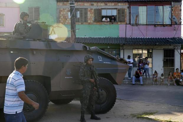 Vila dos Sargentos é tomada por militares, na Zona Sul de Porto Alegre André Feltes/Agencia RBS
